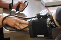 Une tension artérielle contrôlée protègerait le cerveau des aînés