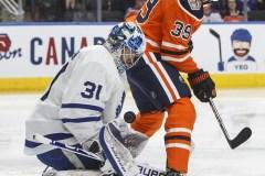 La remontée des Oilers termine à court et les Maple Leafs gagnent 3-2