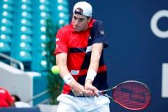 Novak Djokovic perd son sang-froid, mais pas son match à l'Omnium de Miami