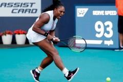 Serena Williams se retire de l'Omnium de Miami en raison d'une blessure au genou