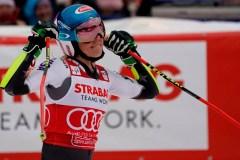 Vlhova gagne le slalom géant; Shiffrin prend une option sur le titre