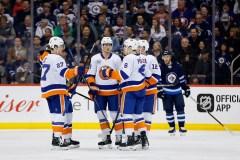Les Islanders marquent deux buts en fin de 3e période et battent les Jets 5-4