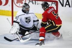 Campbell signe un jeu blanc de 42 arrêts et les Kings surprennent les Flames 3-0