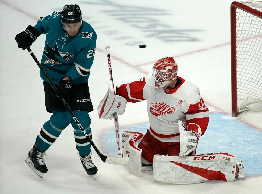 Jonathan Bernier effectue 38 arrêts et les Red Wings battent les Sharks 3-2