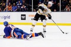 Kuraly inscrit deux buts,Rask est parfait et les Bruins blanchissent les Islanders