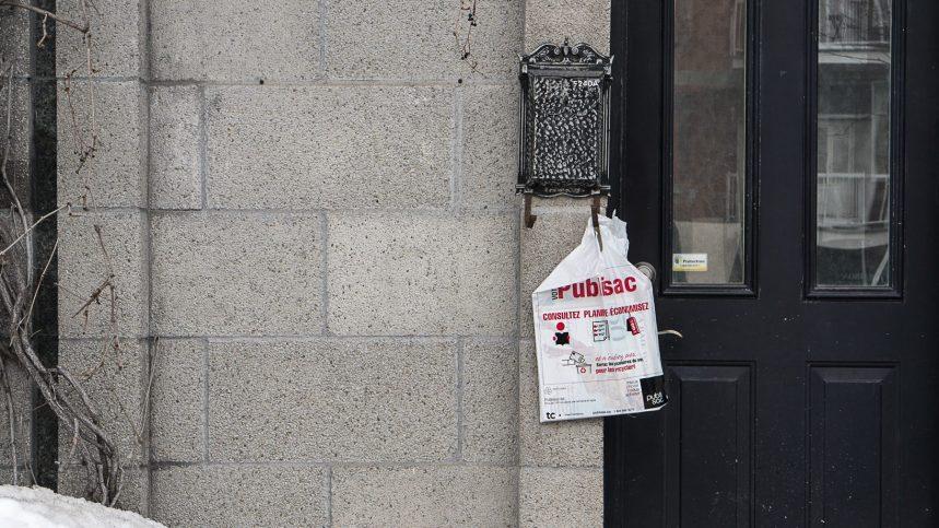 Publisacs en plastique recyclé: TC «rate la cible», dit Charles Montpetit