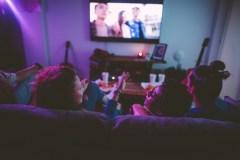Trop de télévision causerait un déclin de la mémoire verbale chez les aînés