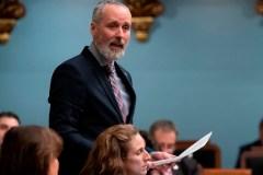 Taxes scolaires: Québec en voie d'adopter une loi profondément injuste, dit QS