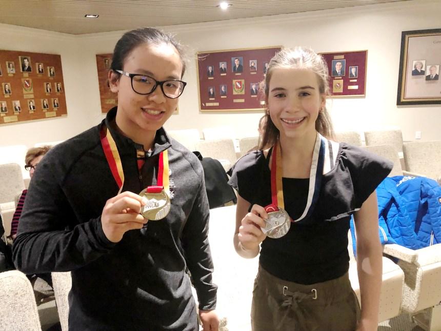 Deux athlètes dans le livre d'or