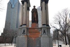 Statue de Macdonald: «pas à un petit groupe de décider», tonne Trudeau