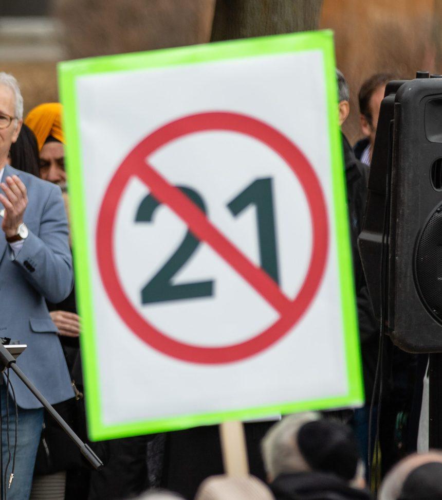 Des élus de divers milieux manifestent contre le projet de loi 21