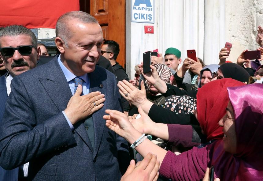 Turquie: recomptage à Ankara et Istanbul, Erdogan se plaint d'ingérence