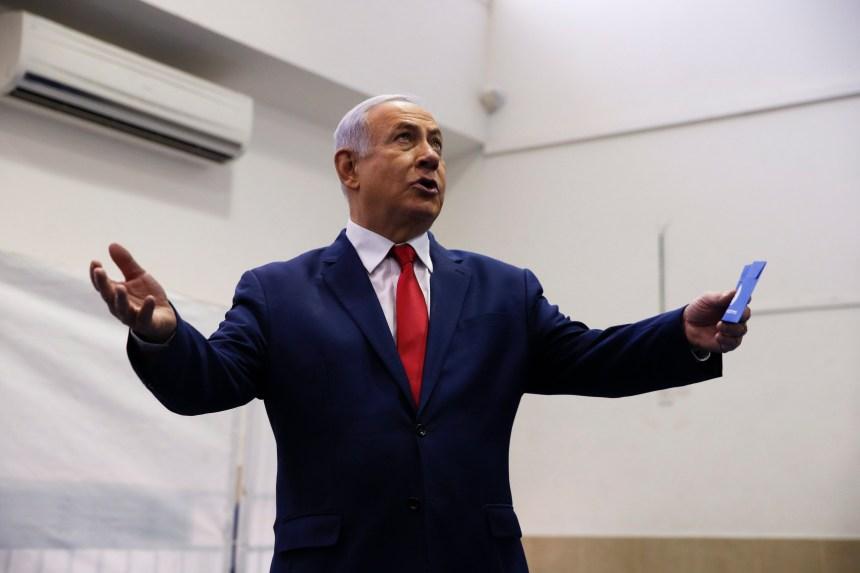 Netanyahu s'active au prochain gouvernement, à l'ombre des affaires