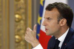 Macron répond aux gilets jaunes mais garde le cap