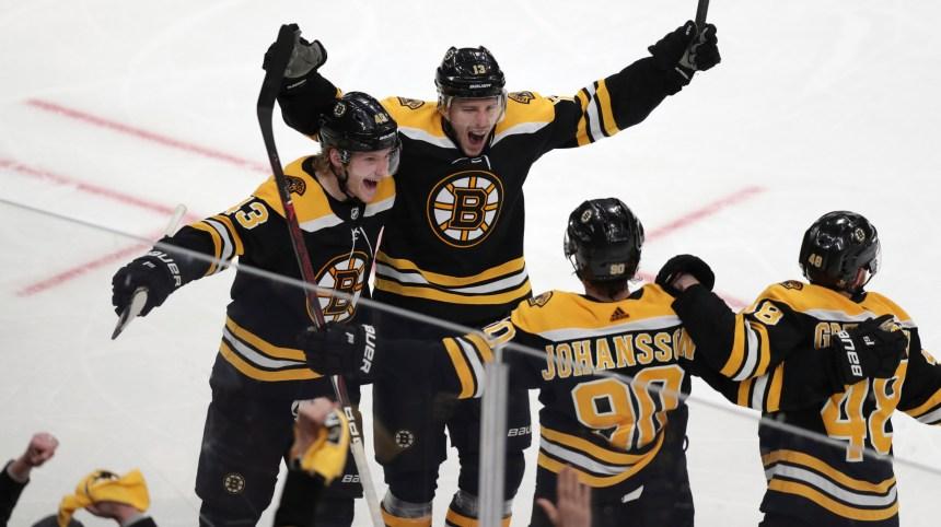 Coyle nivèle la marque, dénoue l'impasse en surtemps et les Bruins l'emportent 3-2