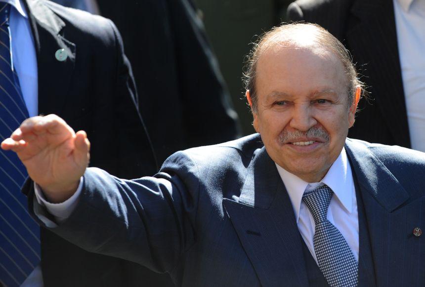Algérie: contesté par la rue et lâché par l'armée, Bouteflika démissionne