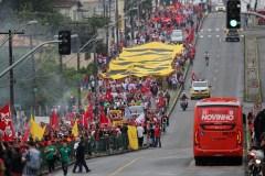 Brésil: manifestations de soutien à Lula, en prison depuis un an