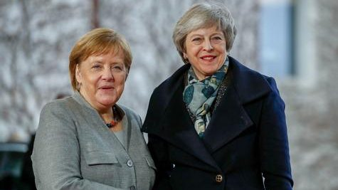 Brexit: Theresa May à Berlin et Paris pour plaider un nouveau report