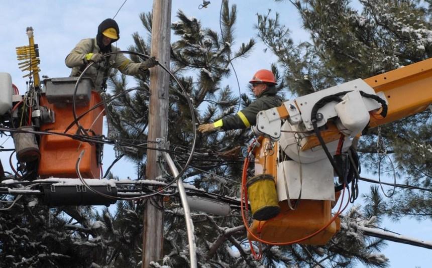 L'électricité pour des dizaines de milliers de gens, d'autres doivent patienter
