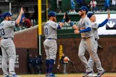 Lester offre une solide performance à son retour, mais les Dodgers l'emportent