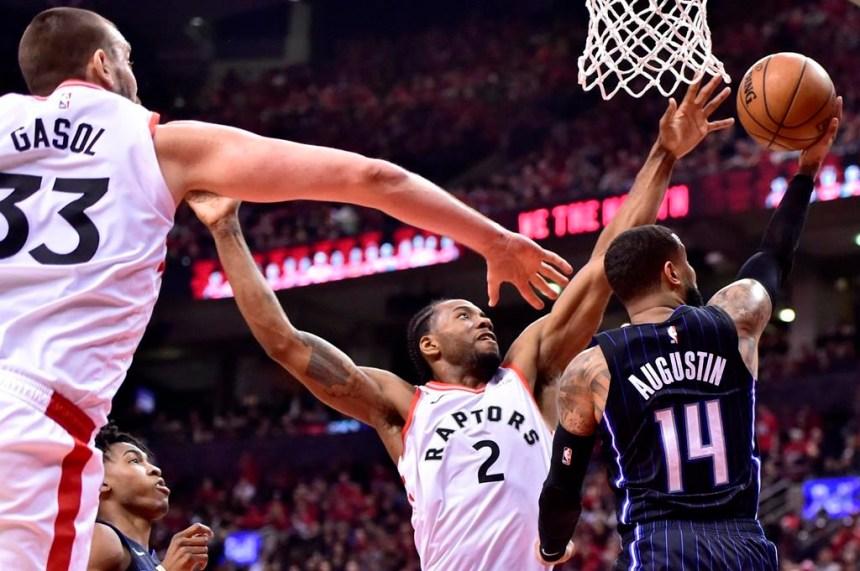 Kawhi Leonard revient en force avec 34 points et les Raptors battent le Magic