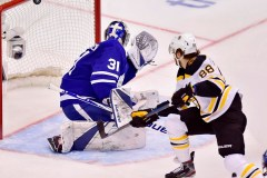 Les Bruins l'emportent 6-4 et égalent à 2-2 leur série face aux Maple Leafs