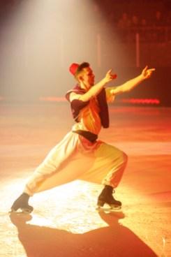 Olivier Poupart a prêté ses traits à Aladin, et a partagé la glace avec Roxanne Rousseau, dans le costume du génie, et Virgnie Sirois, qui incarnait le sorcier Jafar.