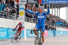 Le Belge Gilbert devance Politt et remporte la Classique Paris-Roubaix