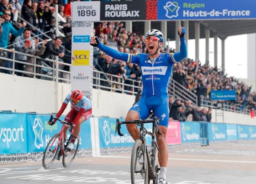 Gilbert gagne une autre étape du Tour d'Espagne; l'avance de Roglic en tête fond