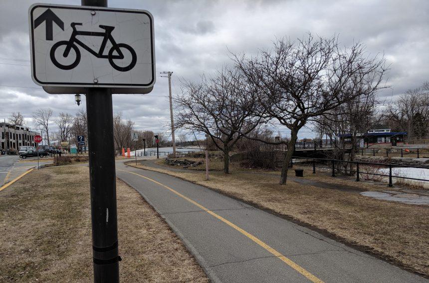 Début de l'entretien de la piste cyclable du canal de Lachine