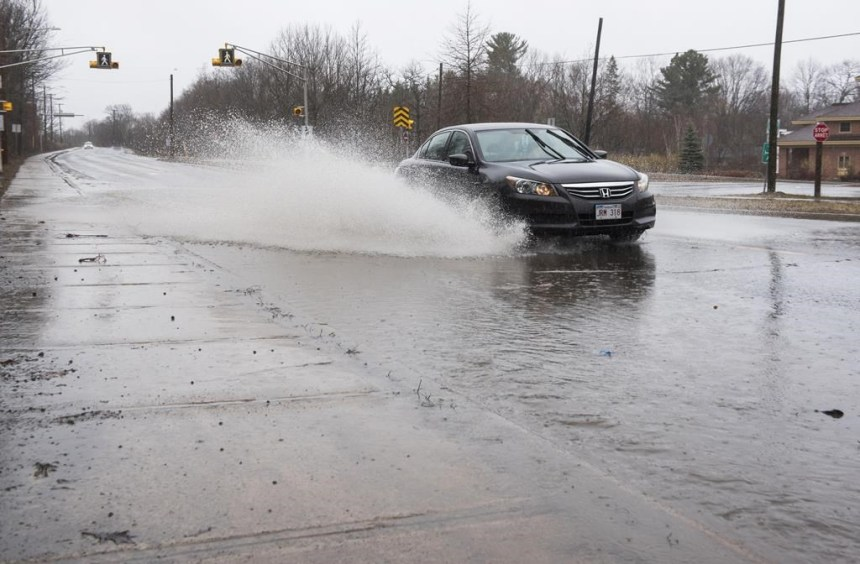 La crue des eaux provoque la fermeture de 35 routes au Nouveau-Brunswick