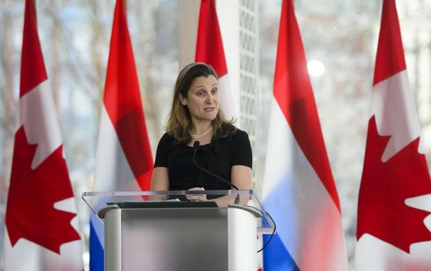 Freeland lie la ratification de l'ACEUM à la levée des tarifs douaniers