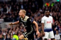 Van de Beek permet à l'Ajax de prendre les devants 1-0 contre Tottenham