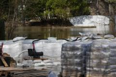 Le barrage Chute-Bell sur la rivière Rouge tient bon malgré le risque de rupture
