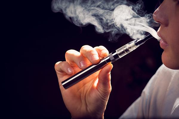 Les cigarettes électroniques ne poussent pas les jeunes vers le tabac, selon une étude