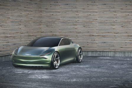 À New York, l'automobile affiche deux versions du luxe
