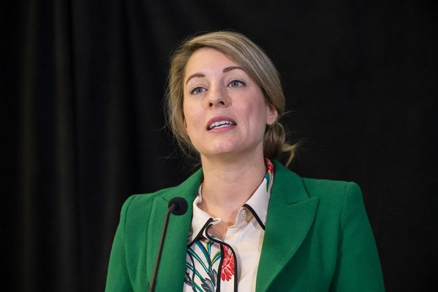 Francophonie hors-Québec: Joly fustige Ford et Kenney pour leur manque d'ouverture