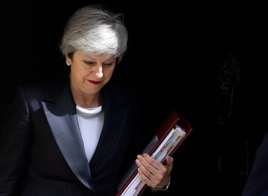 Brexit: dernière chance pour Theresa May qui perd une autre ministre