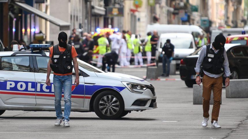 France : chasse à l'homme après une attaque au colis piégé non revendiquée