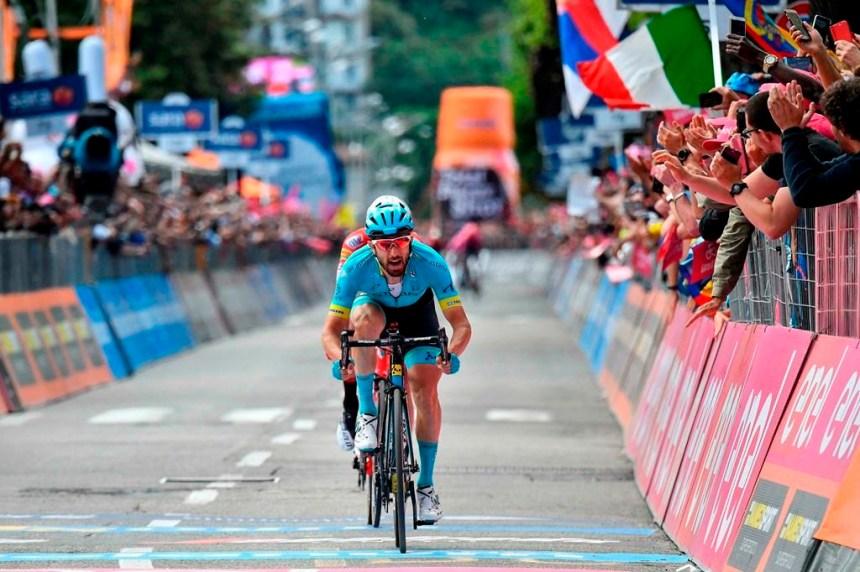 Cataldo gagne la 15e étape du Giro d'Italia, Roglic termine sur un vélo emprunté