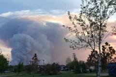 Incendie de forêt en Alberta: une aide rapide pour les évacués réclamée