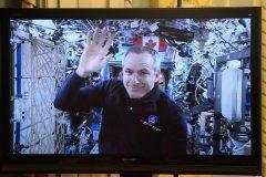 Les astronautes de la Station spatiale internationale ne sont pas seuls à bord