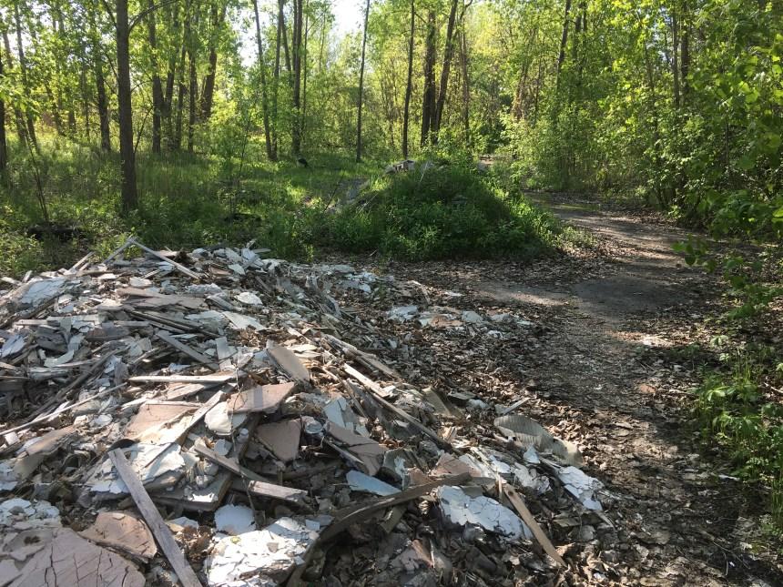 Décharges illégales de déchets sur le site de Technoparc Montréal