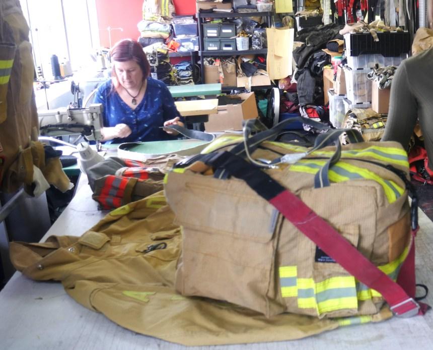 La deuxième vie des uniformes de pompiers