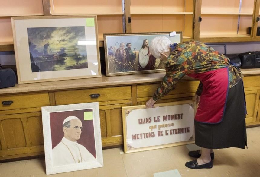 Un vide-grenier populaire avant le déménagement pour les soeurs de la congrégation de Sainte-Anne