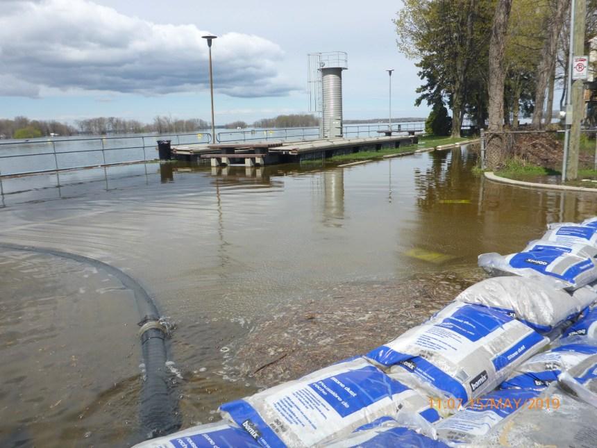 Le canal de Sainte-Anne-de-Bellevue fermé