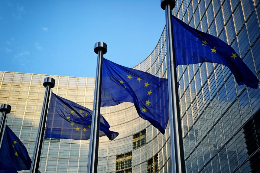 Union européenne: un Parlement fragmenté, montée des eurosceptiques limitée
