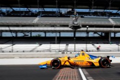 Rosenqvist est de retour en piste à l'Indy 500; Alonso attend sa voiture