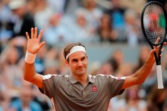 Roger Federer atteint facilement le 2e tour aux Internationaux de France