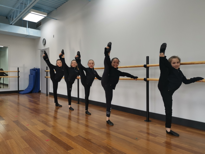 De jeunes danseuses de Rivière-des-Prairies dans Le P'tit Cabaret